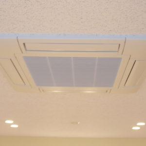 大出力エアコンと加湿調整で快適空間実現。