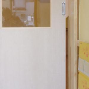 ドアに指を挟まない設計